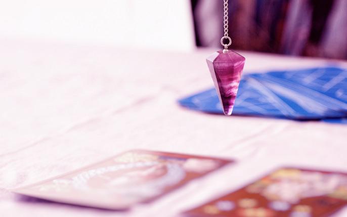 purple_crystal_pendulum_tarot