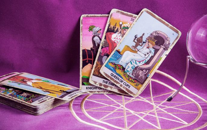 tarot_cards_and_purple_cloth